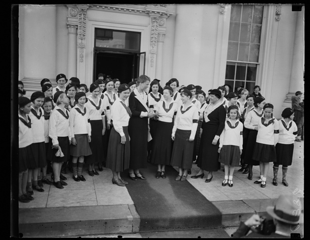 CAMP FIRE GIRLS. MRS. ROOSEVELT, CENTER, MEETS CAMP FIRE GIRLS IN FRONT OF THE WHITE HOUSE. THESE GIRLS REPRESENT 250,000 GIRLS THROUGHOUT THE COUNTRY WHO ARE CELEBRATING THE 23RD BIRTHDAY OF THE CAMP FIRE GIRL ORGANIZATION. MRS. ROOSEVELT IS CHAIRMAN OF THE CAMP FIRE GIRL'S NATIONAL ADVISORY COUNCILNATIONAL ADVISORY COUNCIL
