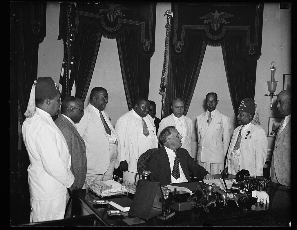 COLORED LODGE HEADS VISIT AT WHITE HOUSE. MEMBERS OF THE COLORED BRANCH OF ELKS, (I.B.P.O.E.W.) VISIT PRESIDENT ROOSEVELT AT THE WHITE HOUSE (JULY 31) TO INVITE HIM TO REVIEW THE PARADE IN WASHINGTON D.C. ON AUGUST 27, DURING THEIR NATIONAL CONVENTION HERE. DR. CHARLES B. FISHER, GENERAL CONVENTION CHAIRMAN, EXTREME LEFT AND J. FINLEY WILSON GRAND EXALTER [...]ULER (SECOND FROM EXTREME RIGHT) LED THE DELEGATION TO PRESIDENT'S OFFICE