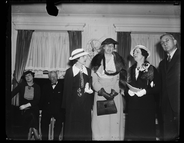DALLAS, TEXAS TEACHER WINS TEN GRAND. TEN THOUSAND DOLLARS WORTH OF RADIO ESSAY CONTEST PRIZE MONEY GOES TO MISS MARGARET S. SPENCER, 37-YEAR-OLD DALLAS, TEXAS, SCHOOL TEACHER. THE CONTEST WAS AN OUTGROWTH OF A SERIES OF RADIO TALKS BY MRS. FRANKLIN ROOSEVELT. FROM THE LEFT: MRS. P.H. DEFFENDAHL, ST. LOUIS, SECOND PRIZE WINNER; MRS. ROOSEVELT; MISS SPENCER, THE WINNER, AND ROGER SELBY, OWNER OF [...] SHOE COMPANY SPONSORING THE RADIO TALKS