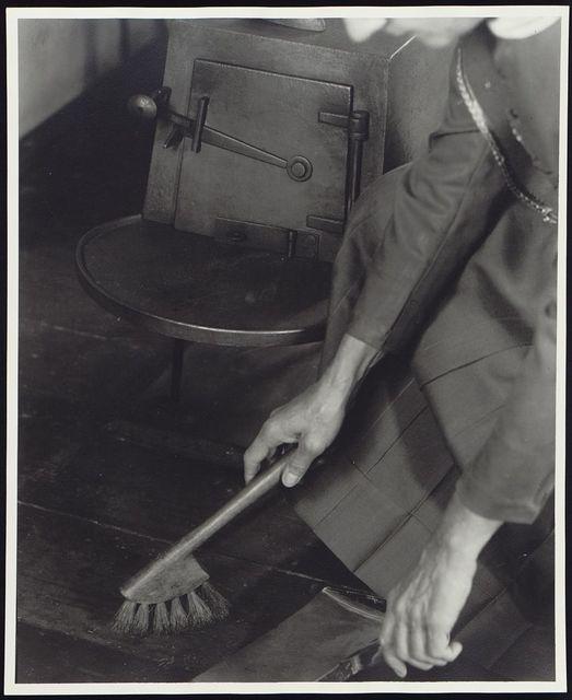 Dustpan and brush, Sister Alice Smith / Samuel Kravitt.