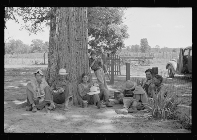 Lunchtime, Pulaski County, Arkansas. Stortz cotton plantation