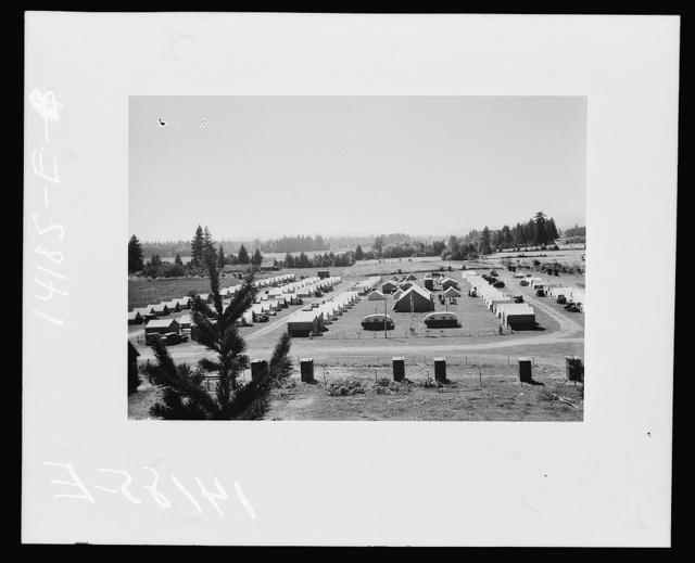 Mobile migratory labor camp unit at Stayton, Oregon
