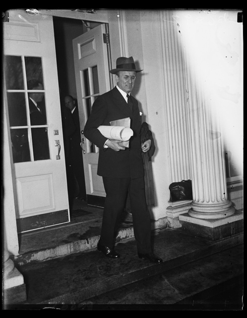 Morganthau leaves White House Conference. Secretary of Treasury Henry Morgenthau, Jr., leaves the White House following the legislative conference called by President Roosevelt Monday. 1/21/35
