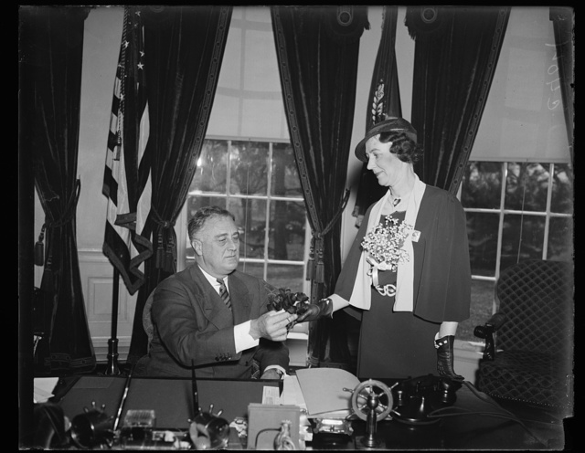 MRS. A.C. CARLSON, NATIONAL PRESIDENT AUX. OF AMERICAN LEGION, GIVES POPPY TO PRESIDENT ROOSEVELT