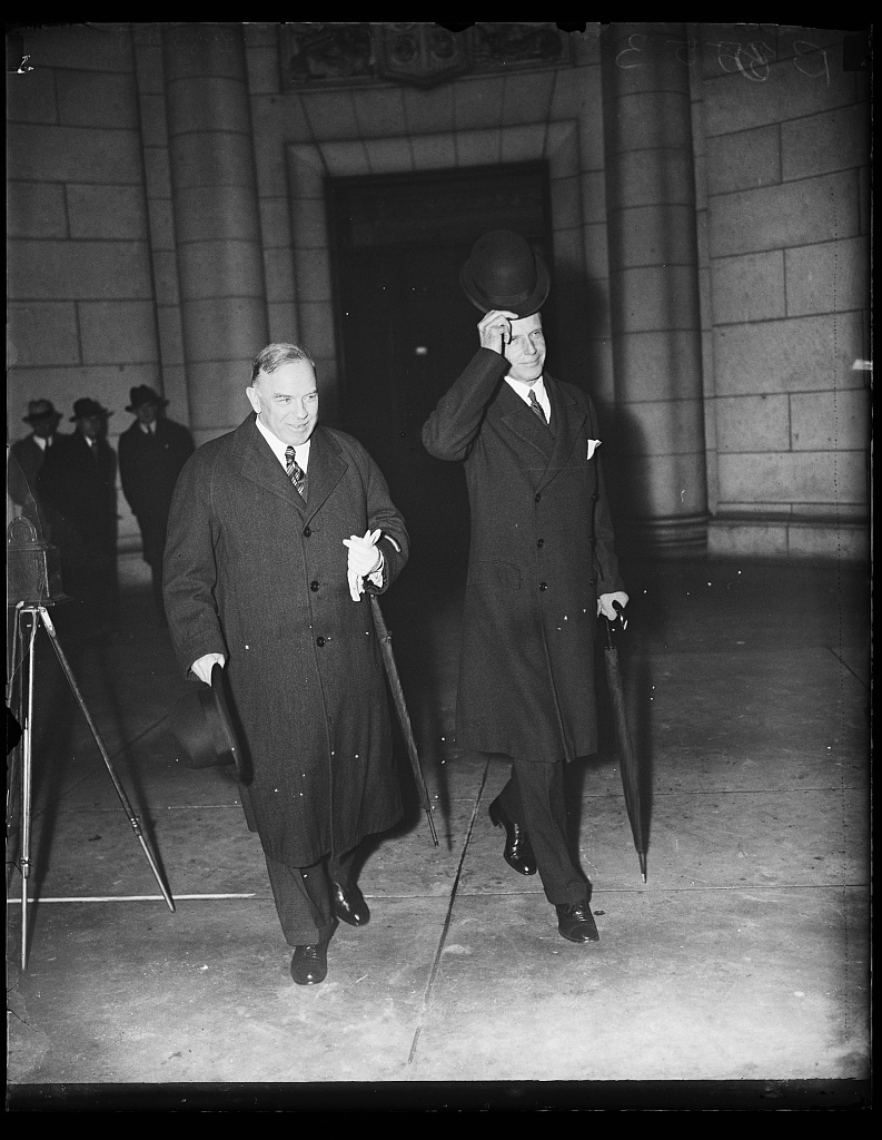 Prime Minister to talk turkey. Wash. D.C. The new Prime Minister of Canada, William MacKenzie King, left, greeted by Acting Secretary of State, William Phillips. Prime Minister King made campaign promises which included a more advantageous trade treaty with the United States. He will attempt to fulfill that promise on this trip as he confers with President Roosevelt and State Department officials, 11/7/35