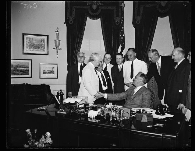 ROOSEVELT GETS D.A.V. INVITE. D.C. ONOFRIO, GENERAL CHAIRMAN OF DISABLED AMERICAN VETERANS (SHAKING HANDS WITH PRESIDENT ROOSEVELT) HEADED AN OFFICIAL DELEGATION TO THE WHITE HOUSE WEDNESDAY TO EXTEND THE CHIEF EXECUTIVE A BID TO THE NATIONAL D.A.V. CONVENTION AT NEW HAVEN, CONN. IN JULY. STATE SEN. MATHEW A. DALY OF NEW HAVEN IS IN THE WHITE SUIT DIRECTLY BEHIND THE PRESIDENT