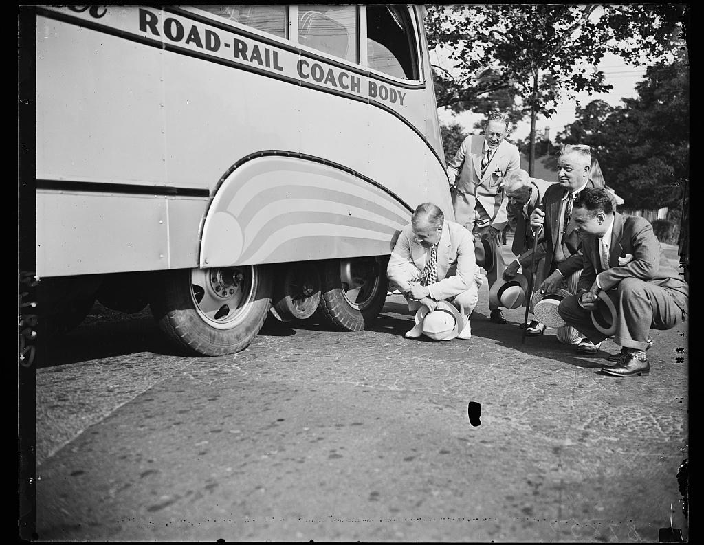 Streamline Bus and Car, Evans Motor