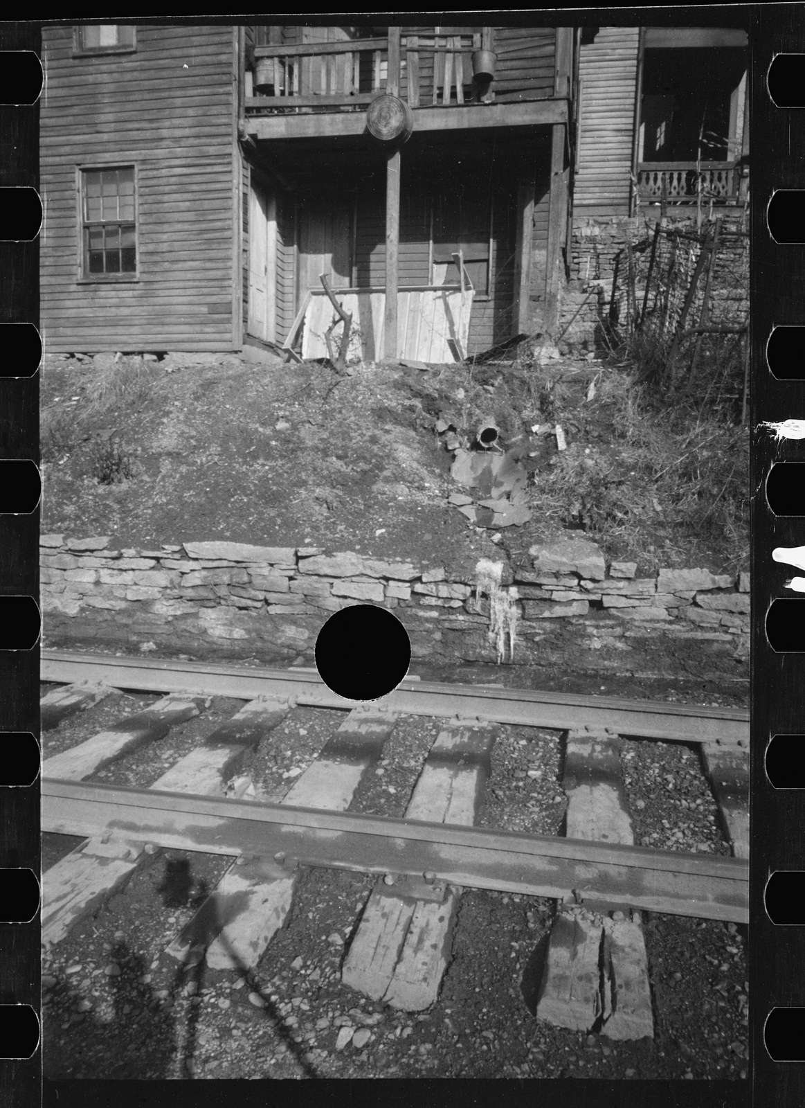 Untitled photo, possibly related to: House along Martin Street, Hamilton County, Ohio