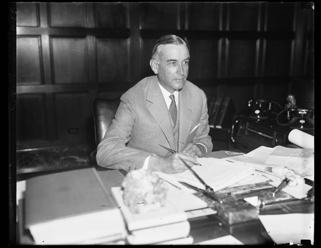 Wash. D.C. Draper in new office. Ernest G. Draper of New York City, photographed at his desk after he took office as Assistant Secretary of Commerce, succeeding John Dickinson, who has been named Assistant Attorney General. 9/12/35