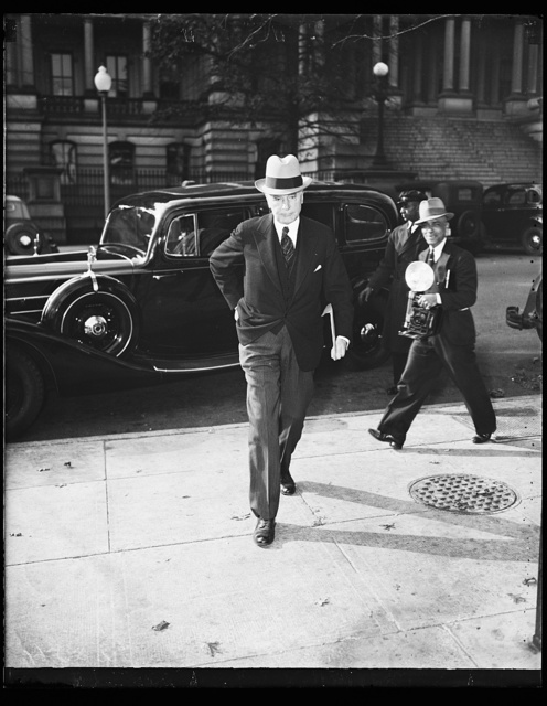 Wash. D.C. Hull leaves trade conference., Secretary of State Cordell Hull leaves the White House where he conferred with President Roosevelt and Prime Minister William McKenzie King of Canada on a proposed trade treaty. 11/9/35