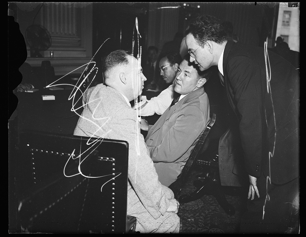 """Wash. D.C. In a huddle. Rep. Edward G. Moran Jr. (D of Maine) in a close huddle with Thomas G. Corcoran, New Deal Atty. who is being charged with """"using pressure to swing utility"""" votes by Rep. Ralph Brewster (D) also of Maine, and Benjamin Cohen, Atty and associate of Corcoran at the Thursday hearing of the House Rules Lobby Inquiry. 7/11/35"""