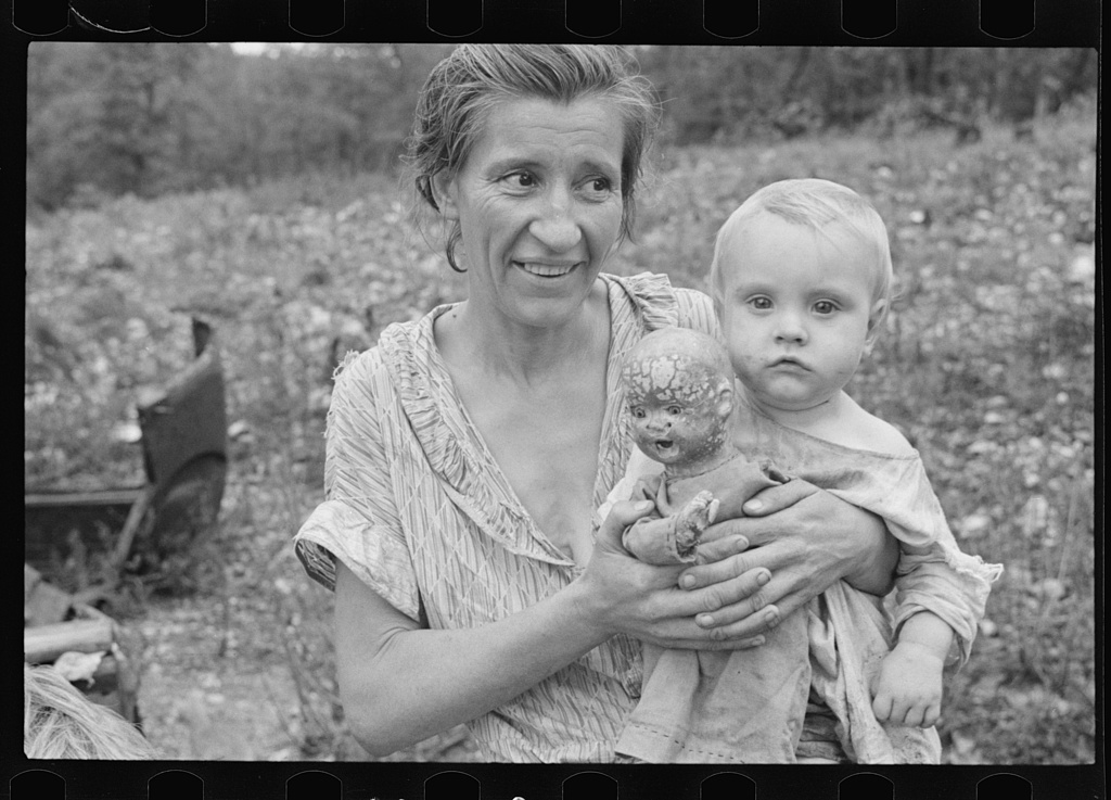 Wife and child of sharecropper, Arkansas