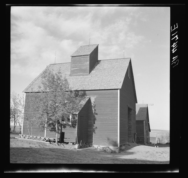 Barn on farm to which rehabilitation client was able to move with Resettlement Administration help. Custer County, Nebraska