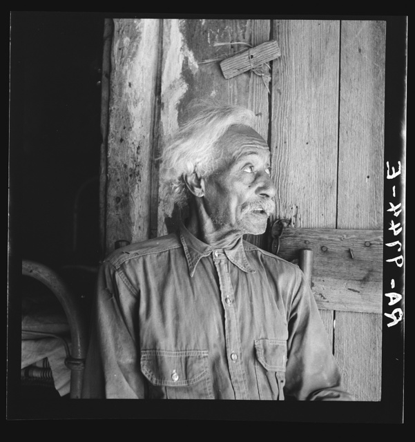 Bob Lemmons, Carrizo Springs, Texas. Born a slave about 1850, south of San Antonio, Texas. Came to Carrizo Springs during Civil War with white men seeking new range for their cattle. In 1865, with his master was one of the first settlers. He knew Billy the Kid, King Fisher, and other noted bad men of the border