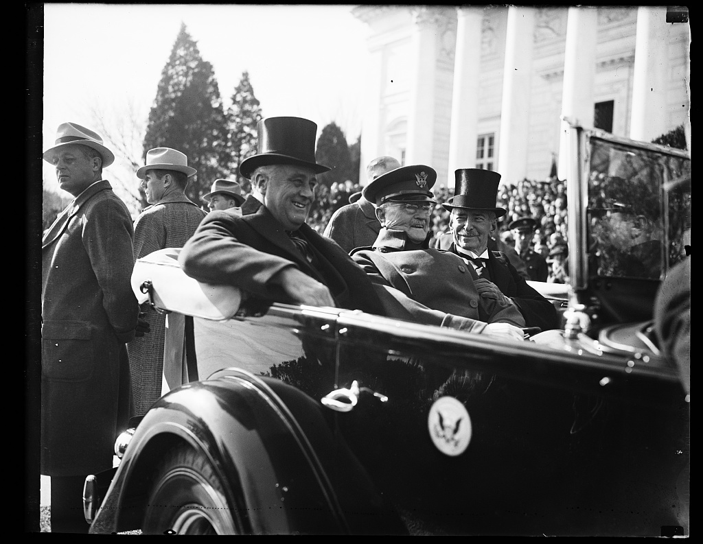CHIEF EXECUTIVE ARRIVES AT ARLINGTON. WASHINGTON, D.C. NOVEMBER 11. PRESIDENT ROOSEVELT WITH GENERAL JOHN J. PERSHING AND SECRETARY OF THE NAVY CLAUDE A SWANSON AS THEY ARRIVED AT ARLINGTON NATIONAL CEMETERY TODAY TO HONOR AMERICA'S UNKNOWN SOLDIER IN OBSERVANCE OF ARMISTICE DAY. GENERAL PERSHING PLACED THE PRESIDENTIAL WREATH AT THE TOMB