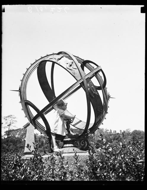 [Child with armillary sphere, Meridian Hill Park, Washington, D.C.]