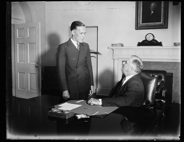 DENIES GENERAL PENSION PLAN. WASHINGTON, D.C. APRIL 15. M.A. ARLAN OF THE DISABLED AMERICAN VETERANS, STANDING, TELLS PRESIDENT ROOSEVELT THAT THERE IS NO MOVEMENT WITHIN HIS ORGANIZATION FOR GENERAL PENSIONS
