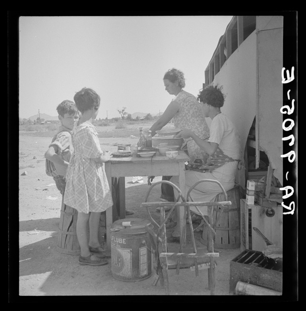 Drought refugees in Phoenix, Arizona. One of the many cases of Tennessee ex-farmers drifting around, looking for work in cotton