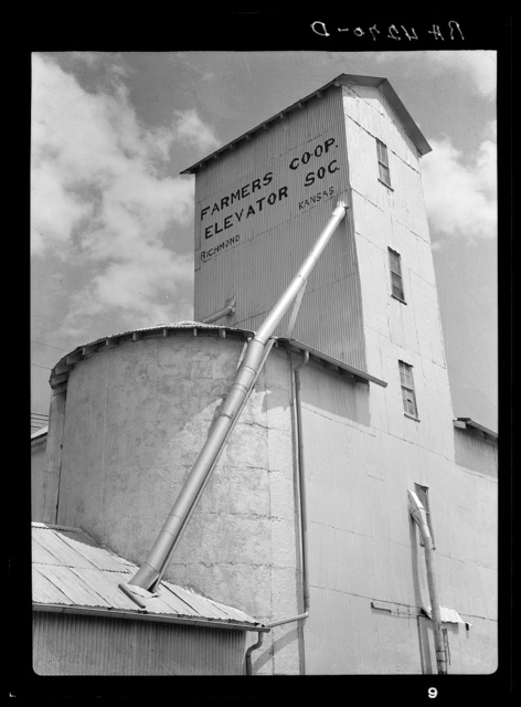 Farmers' cooperative grain elevator. Richmond, Kansas