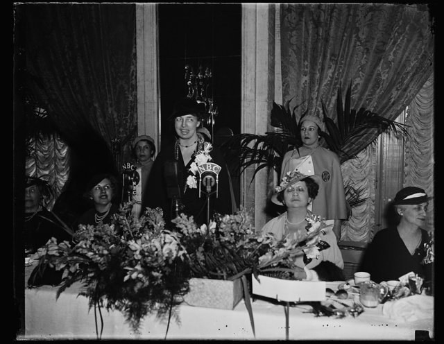 FIRST LADY OF LAND IS LUNCHEON GUEST OF JEWISH WOMEN IN WASHINGTON. WASHINGTON, D.C. MRS. FRANKLIN D. ROOSEVELT WAS THE GUEST OF HONOR TODAY AT LUNCHEON GIVEN BY THE WOMEN'S LEAGUE OF UNITED SYNOGOGUES HOLDING THEIR ANNUAL CONVENTION AT THE WILLARD HOTEL. IN THE PHOTOGRAPH, L TO R: MRS. MORRIS GEWIRZ, CHAIRMAN OF THE LUNCHEON COMMITTEE; MRS. ROOSEVELT; AND MRS. SAMUEL SPIEGEL, NATIONAL PRESIDENT OF WOMEN'S LEAGUE OF THE UNITED SYNOGOGUES