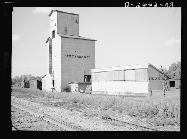 Grain elevator near Gibson City, Illinois