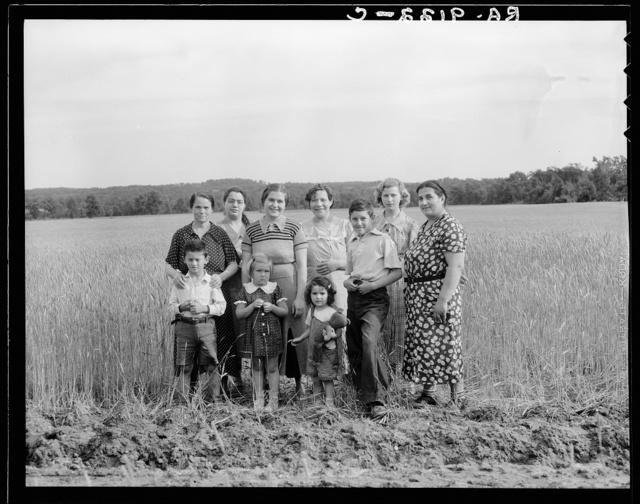 Hightstown, New Jersey. On this project some of the homesteaders will work on the cooperative farm, some in the cooperative factory. This group represents wives and children of the farm group. This is a Jewish community background