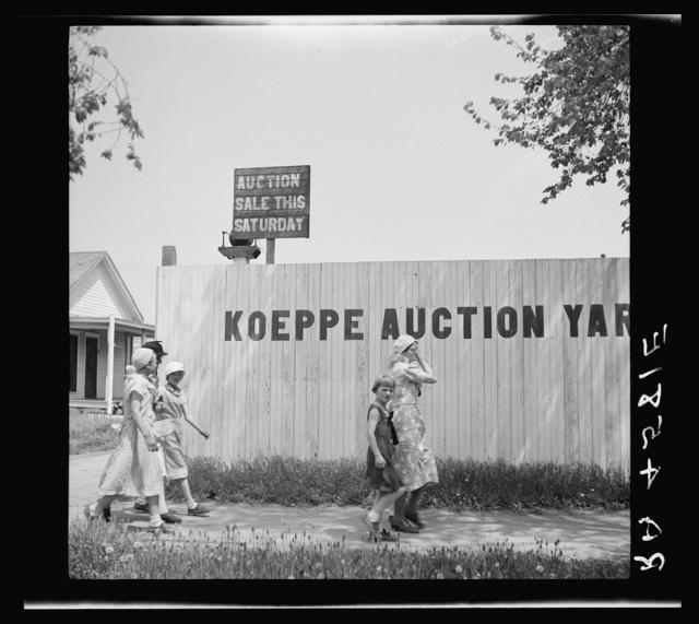 Hurrying to the auction. Kearney, Nebraska