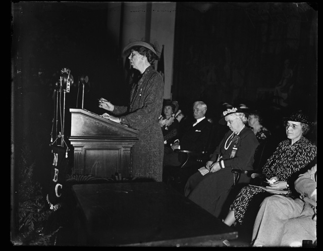 MRS. ROOSEVELT SPEAKS TO RURAL LADIES. WASHINGTON, D.C. JUNE 1. MRS. F.D. ROOSEVELT PHOTOGRAPHED AS SHE DELIVERED HER ADDRESS TO THE ASSOCIATED COUNTRY WOMEN OF THE WORLD WHO ARE HOLDING THEIR THIRD TRIENNIAL CONFERENCE NOW