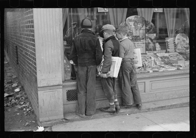 Newsboys admiring sporting goods, Jackson, Ohio