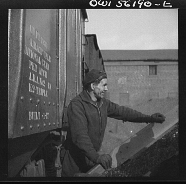 Philadephia, Pennsylvania. Workmen in a coal yard near the South Street bridge