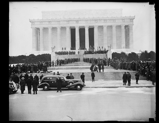 PRESIDENT ROOSEVELT AT LINCOLN MEMORIAL