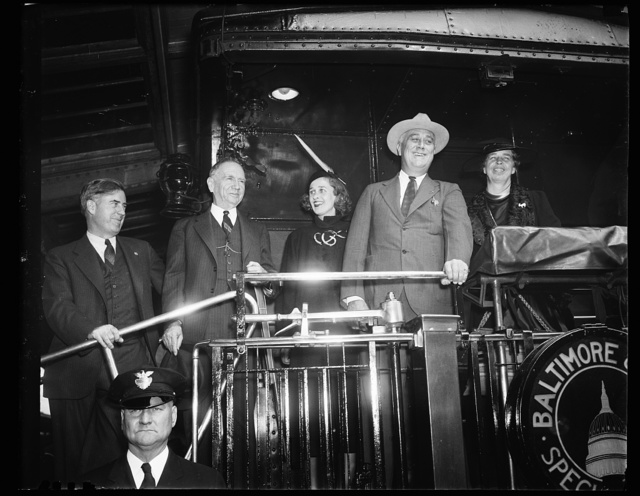 PRESIDENT ROOSEVELT LEAVES FOR STUMPING TOUR. PRESIDENT ROOSEVELT LEFT WASHINGTON TODAY FOR A NINE-DAY STUMPING TOUR WHICH WILL TAKE APPROXIMATELY 5,000 MILES THROUGH TEN STATES IN A LAST-MINUTE DRIVE FOR REELECTION. NINE OF THE STATES HE WILL VISIT ARE REGARDED IN THE 'DOUBTFUL' COLUMN. IN THE PHOTOGRAPHS, L TO R: SECRETARY OF AGRICULTURE WALLACE; SEC. OF COMMERCE ROPER; MRS. JAMES ROOSEVELT; PRESIDENT ROOSEVELT AND MRS. ROOSEVELT