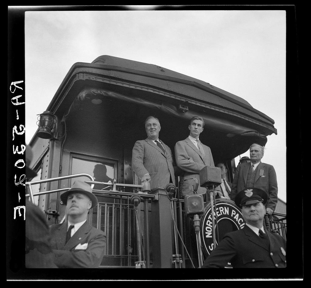 President Roosevelt speaking from train. Bismarck, North Dakota