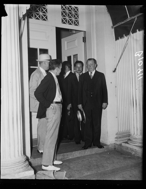 Republican Mayor of Philadelphia tells Chief Executive desire to cooperate, Washington, D.C. Aug.12. Republican Mayor S. Davis Wilson, of Philadelphia, talking to newspapermen at the White House today following a conference with President Roosevelt. At the same time he told President Roosevelt of his desire to cooperate with the administration, Mayor Wilson laid before the Chief Executive a request that Navy construction awards for a battleship, two submarines and destroyer be placed with the Philadelphia Navy Yard. He also asked for a 30 million PWA loan
