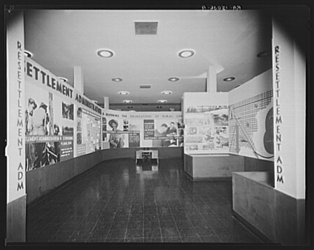 Resettlement Administration traveling exhibit at the Dallas exposition, Texas Centennial
