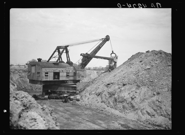 Strip mining operations with a thirty-two cubic yard steam shovel. Cherokee County, Kansas