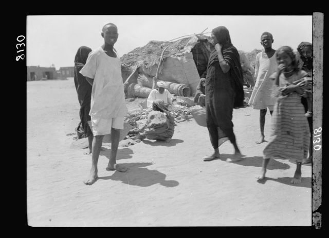 Sudan. Khartoum. Shambat village. Types in the market