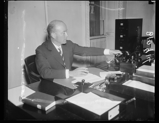 U.S. Envoy to Moscow reported relinquished post. Washington, D.C., Aug. 12. Reports in Washington have William C. Bullitt, American Envoy to Moscow, resigning his diplomatic post in the near future. This picture of Ambassador Bullitt was made at the State Department today where he has been making a report to Secretary Hull