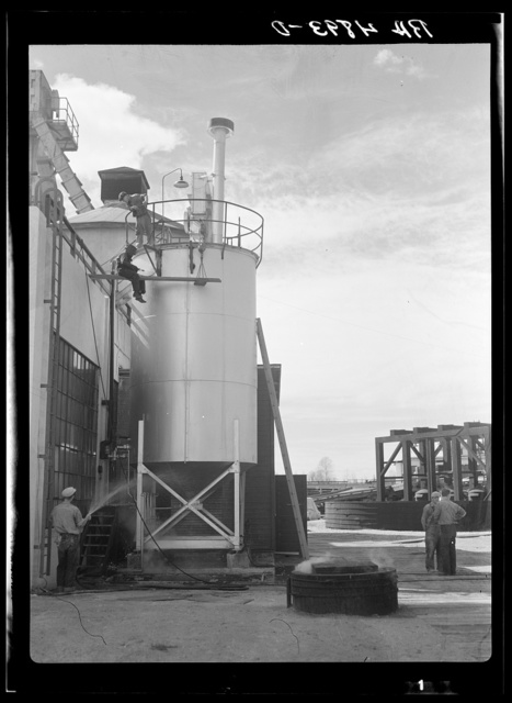 Wood pulp paper plant at Longview affords employment for many of the homesteaders. Washington