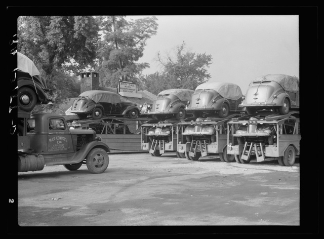 Automobile convoys at Amity Hall, Pennsylvania
