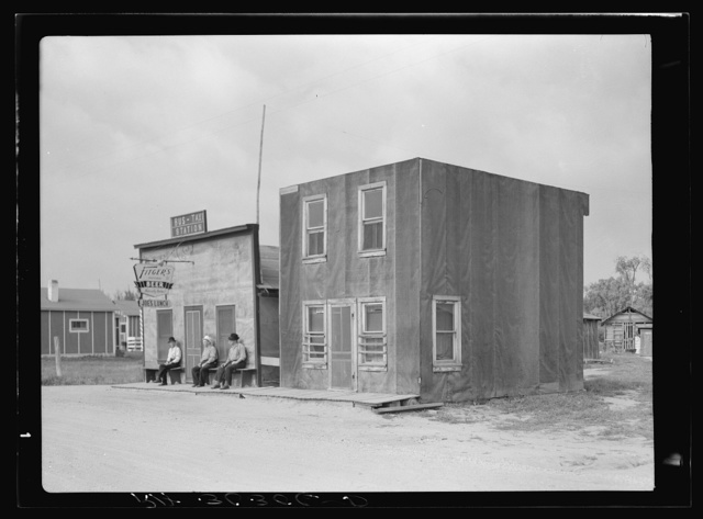 Buildings, beer parlor and tar paper dwelling. Craigville, Minnesota