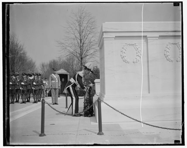 Canada's Governor General pays tribute to America's Unknown Soldier. Washington, D.C., March 31. Leaving the White House early today Lord Tweedsmuir, Governor General of Canada, journeyed to Arlington National Cemetery where he placed a wreath on the Tomb of America's Unknown Soldier, 3/31/1937