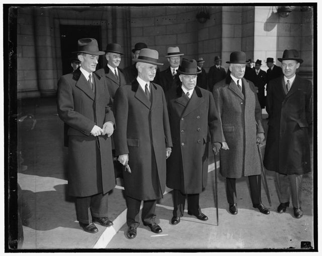 Canadian Premier arrives for trade discussion with President Roosevelt. Washington D.C., March 5. Prime Minister of Canada Mackenzie King, arrived in Washington today and will be a guest this weekend of President Roosevelt at which time they will discuss matters of mutual interest to the United States and Canada. The Premier was met at the Union Station by Secretary of State Cordell Hull(left) and Canadian Minister Herbert Marler (right), 3/5/1937