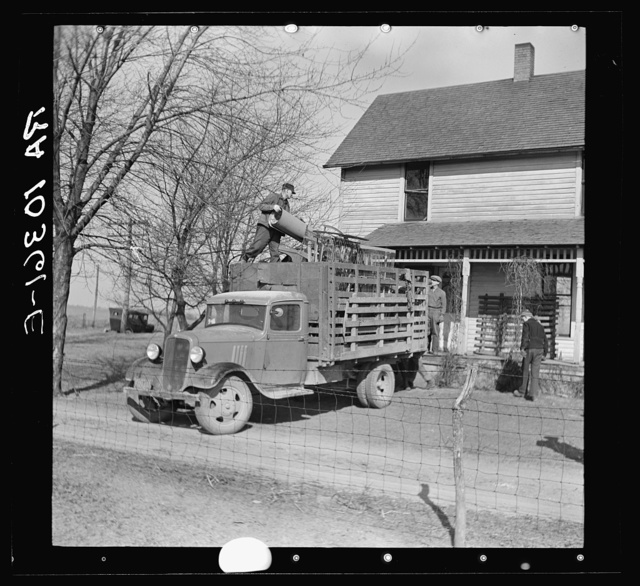 Everett Shoemaker, tenant farmer, moving off his farm near Shadeland, Indiana
