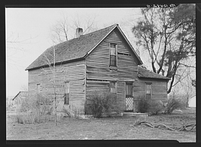 Farmhouse on C.V. Hibbs' eighty-acre farm near Boswell, Benton County, Indiana. This farm is owner-operated, but carries a very heavy mortgage