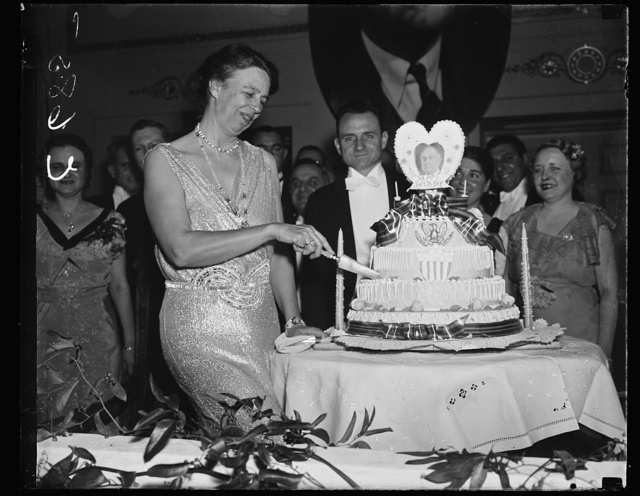 FIRST LADY CUTS PRESIDENT'S BIRTHDAY CAKE. WASHINGTON D.C. JANUARY 30. MRS. ROOSEVELT CUTTING THE PRESIDENT'S BIRTHDAY CAKE AT THE RALEIGH HOTEL TONIGHT. THOUSANDS THRONGED THE HOTELS IN WASHINGTON TONIGHT TO CELEBRATE THE CHIEF EXECUTIVE'S 55TH BIRTHDAY