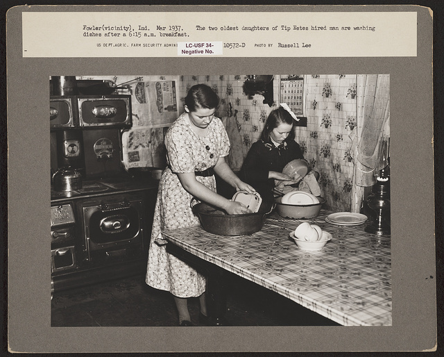 Fowler (vicinity), Ind. The two oldest daughters of Tip Estes hired man are washing dishes after a 6:15 a.m. breakfast