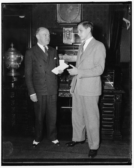Given scholarship. Washington, D.C., Sept. 13. Secretary of War, Harry H. Woodring presenting to Thomas C. Towler of Baltimore, MD., today a scholarship to the Western Military Academy at Alton, Illinois. The scholarship valued at $500, was awarded by the National Patriotic Council for Military Proficiency at the 1937 Citizens Military Training Camps, 9/13/37