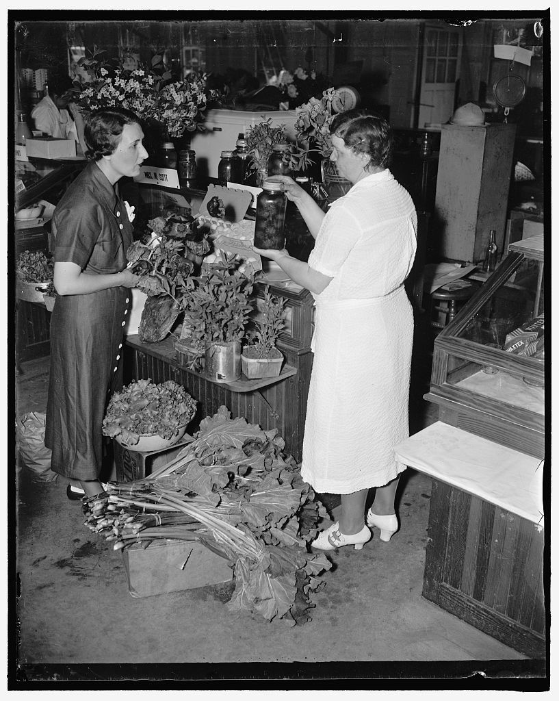 Market scenes: Bethesda, MD. Cooperative markets