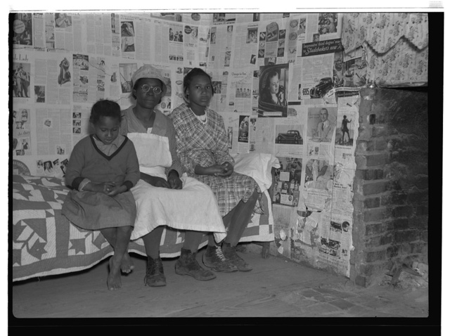 Negroes at Gees Bend, Alabama. Descendants of slaves of the Pettway plantation. They are still living very primitively on the plantation